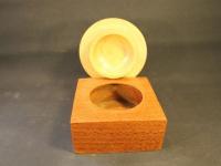Dose aus Perlholz mit Deckel aus Birne