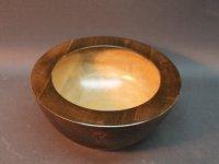 Esche braun-gelb, außen mit Kupferwachs behandelt. D=19cm, H=8,8cm