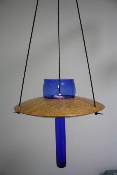 Hängeleuchter/Vase aus Mahagoni mit blauem Glaseinsatz a