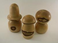 Pilzfamilie aus Birke mit Naturrand a